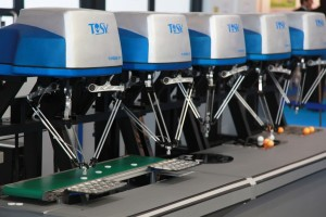 از انواع روباتهای موازی در حال بسته بندی
