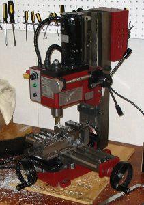 422px-Miniature_milling_machine